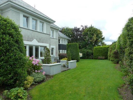 Killarney Lodge: Grounds