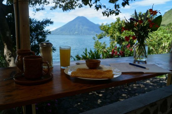 Hotel el Arca de Noe: breakfast and studies whilst enjoying the view