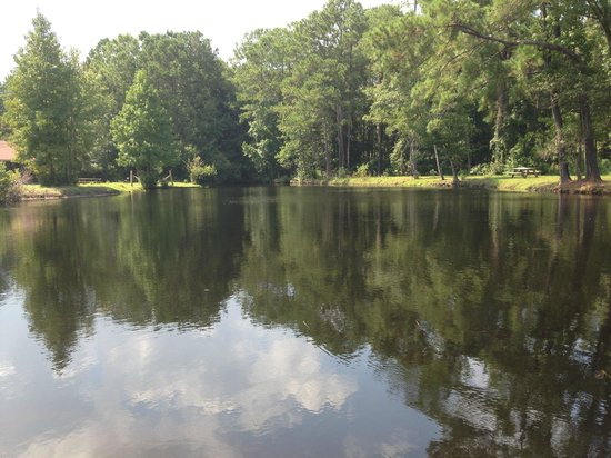 Lake Aire RV Park & Campground: lake