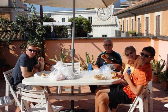 Residenza Giubbonari: Breakfast on the patio