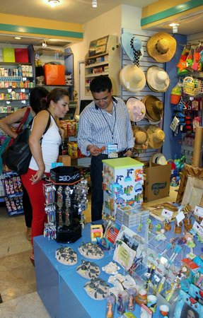 Camino Real Acapulco Diamante: Tienda de regalos y dulceria