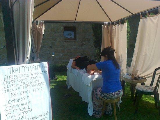 Agriturismo Fattorie di Montechiaro: relax  : un massaggio sul prato
