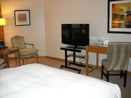 Metropolitan Hotel Vancouver: Queen Room-2