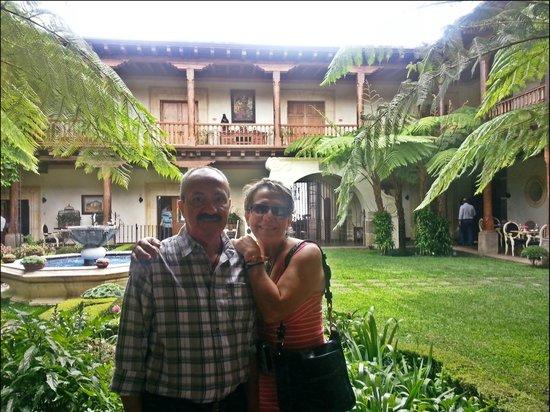 Palacio de Dona Leonor : llegando tomamos la foto en la recepción del hotel