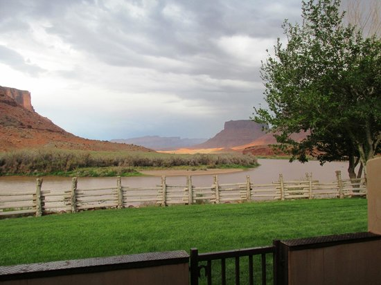 Red Cliffs Lodge : View from our back porch
