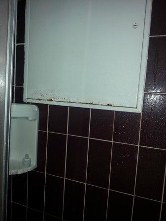 Hotel Aston Paris : Ducha oxidada
