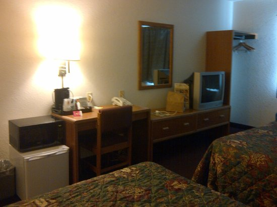 Super 8 Kalispell Glacier National Park: Small Frig, Microwave, TV, desk, coffee maker