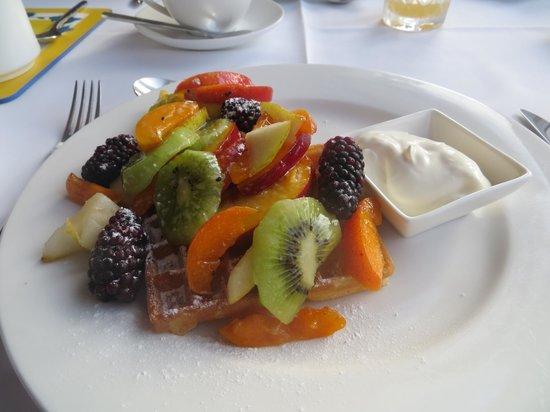 Inverglen Guest House: Waffles & Fruit for Breaky, Yum!