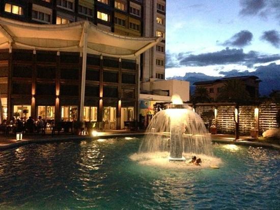 Chateau de Chine Hotel Hualien: ホテルのプールは8月は夜10:00まででした