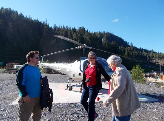 Ketchikan Helicopters: Getting Grandma on the plane!