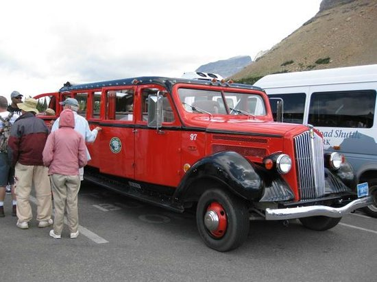 Lake McDonald Lodge: Red Bus-West Alpine Tour at Logan Pass Visitors Center