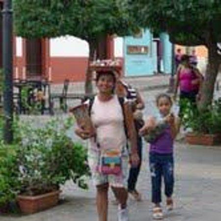 Casa Cubana: Basket Head Lady