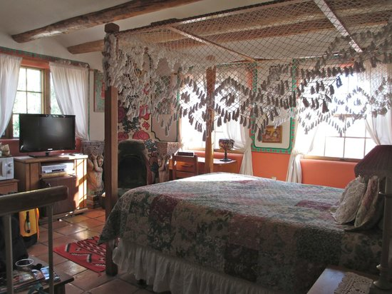 La Dona Luz Inn, An Historic Bed & Breakfast: Sonrisa Room from the entry