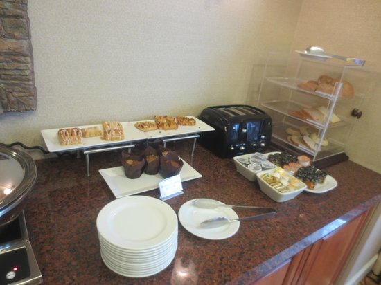 Denver Marriott West: Friday Morning breakfast in the Lounge
