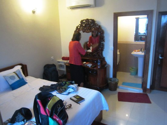 Seng Hout Hotel: Our lovely room