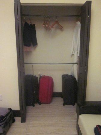 Sunbrite Apartments : Closet