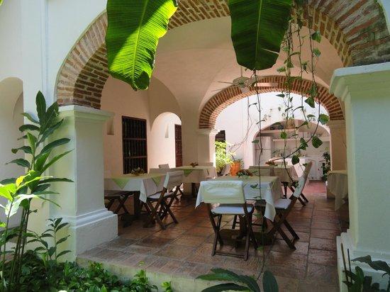 Alfiz Hotel: Espaço do café da manhã....