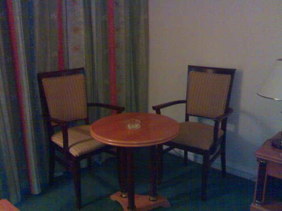 Anwar Al Madinah Movenpick Hotel : جزء2 من غرفة رباعية
