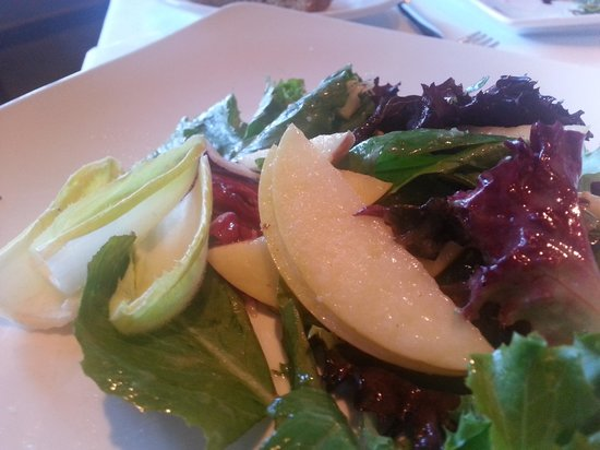Artichoke Cafe: Apple and bleu cheese salad