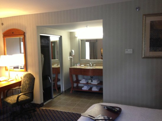 Hampton Inn & Suites Jamestown: spacious and clean suite