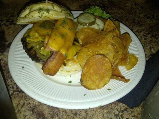 Hop's Downtown Grill : Burger with jalapeno and cheddar cheese