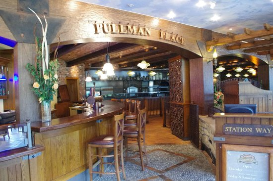 Edelweiss Lodge and Resort : Pullman's Restaurant in the Edelweiss Lodge
