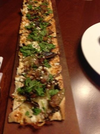 Seasons 52: flat bread summer soecial goat cheese and figs
