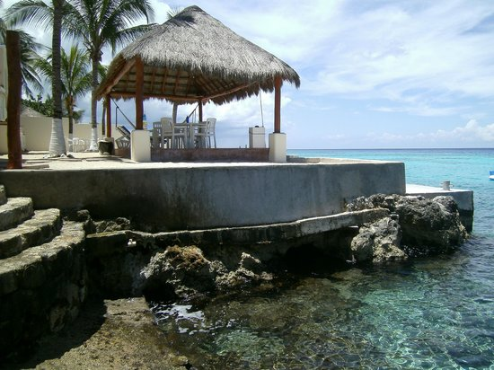 Villa Aldora: Cabana and beach area