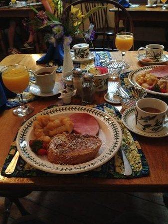 Thomas Bond House Bed & Breakfast : breakfast :-)