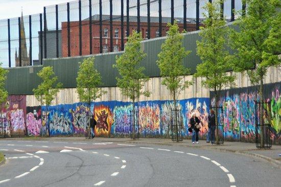 """Résultat de recherche d'images pour """"peace wall belfast"""""""