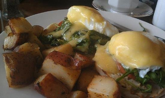Optimist Cafe: vegetarian eggs Benedict - delist