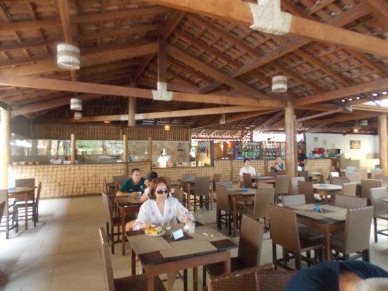 Resort La Torre: Ao fundo, fábrica de hamburguer, pizza e bar!