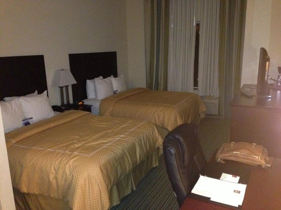 Comfort Suites Dothan: spacious rooms, first floor.