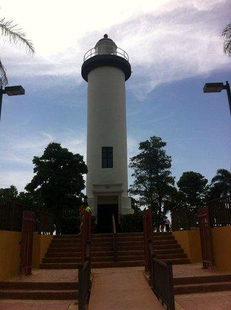 Punta Higuera Light House: La entrada hacia el parque / El Faro