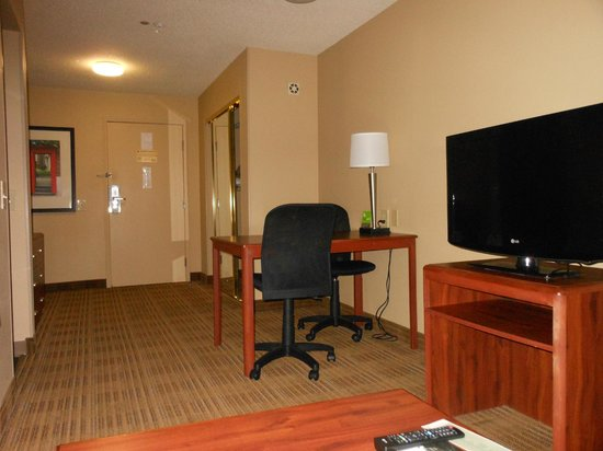 Extended Stay America - Houston - Westchase - Westheimer : tv and work space