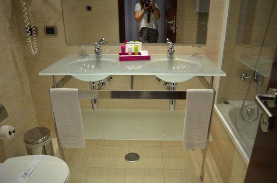 Hotel Zenit Borrell: baño