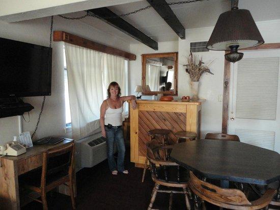 Apache Motel: Standing at the Dukes bar.