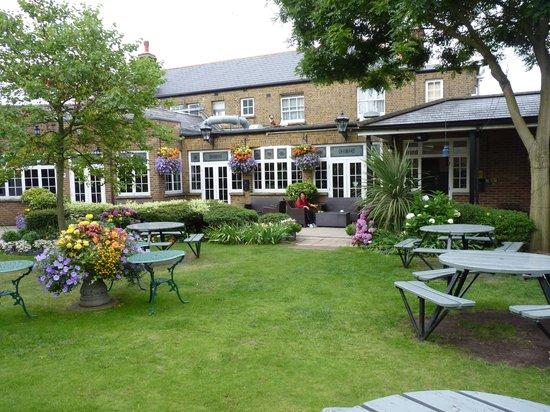 The Fox & Goose Hotel: Beer Garden