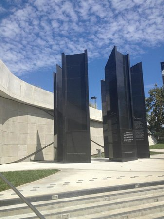 Los Angeles Museum of the Holocaust: Outside Museum