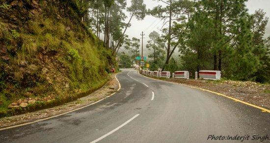 Road to Naukuchia Tal.
