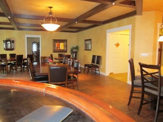 Summer Creek Inn : Breakfast room at Summer Creek