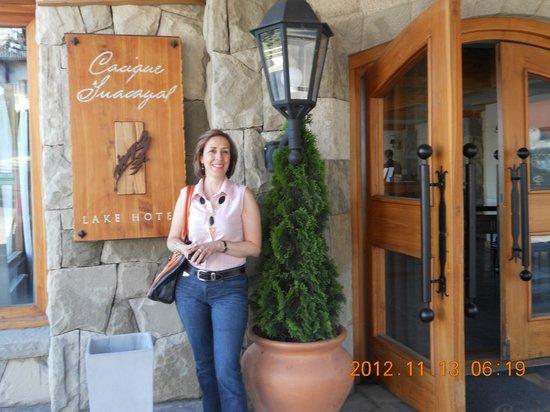 Cacique Inacayal Lake & Spa Hotel: Entrada al Hotel