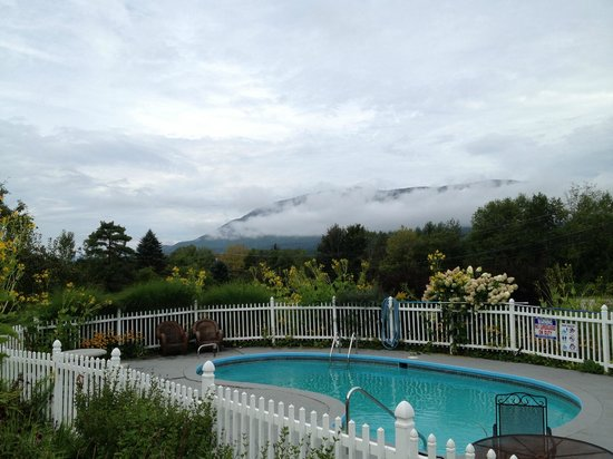 The Stamford Motel & Restaurant: Fog on the Mountains
