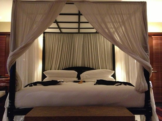 Kayumanis Nusa Dua Private Villa & Spa: King-size bed