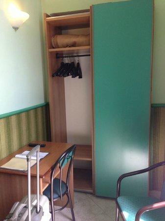 Hotel Dorica: closet