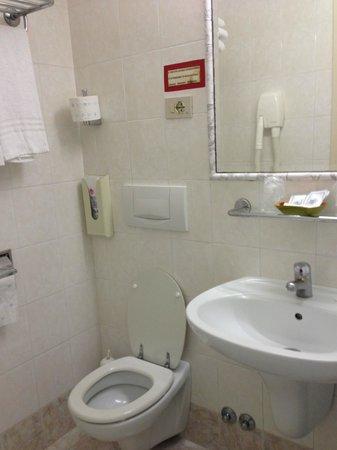 Hotel Dorica: el baño.. toilette