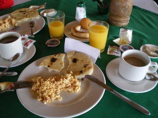 Hotel Del Campo : Desayuno