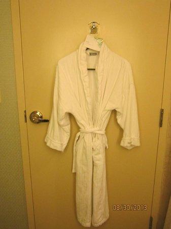 Westin Alexandria: Complimentary bathrobe