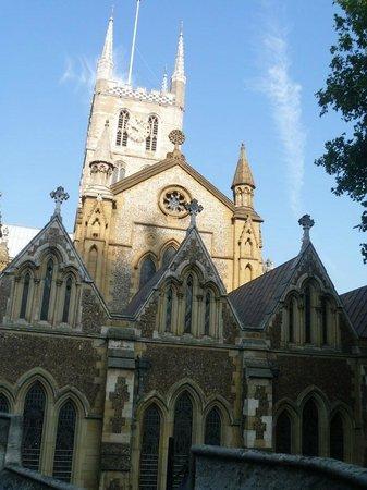 Southwark Cathedral : Um dos lados
