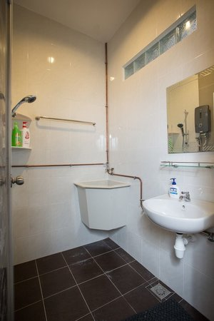 Twelve Inn Boutique Homestay (Edgecumbe Lane) - Downstairs Shared Bathroom